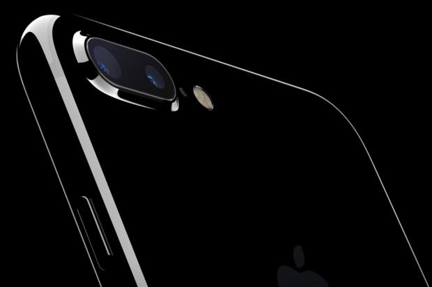 Customer Sues Apple